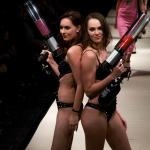 Foto @ Vera Bolska mit Janine-Michelle Dürst und unseren T-Shirt Kanonen auf der Fashion Week Berlin