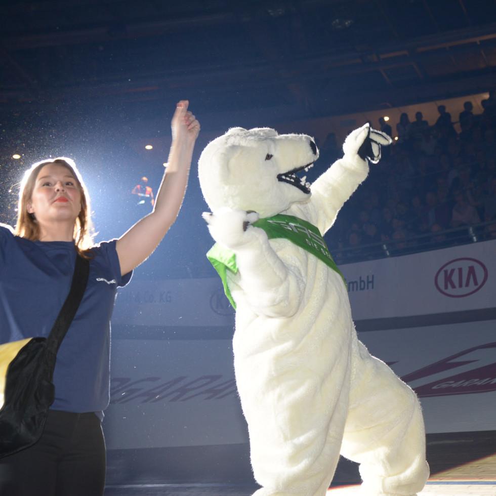 GASAG Sechstagerennen mit dem Eisbär und T-Shirt Kanone