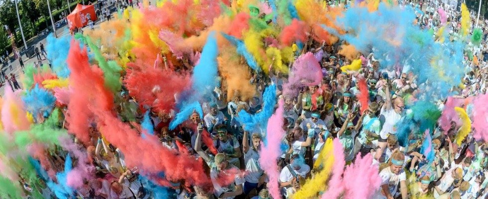 The Color Run 2016 Berlin Weitwinkel Fans am Olympiastadion