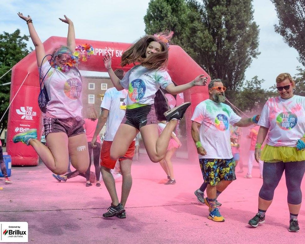 the color run 2016 in münchen jumping runners