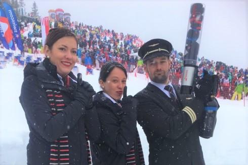 swiss air lines crew mit t-shirt booster in Wengen Lauberhornabfahrt