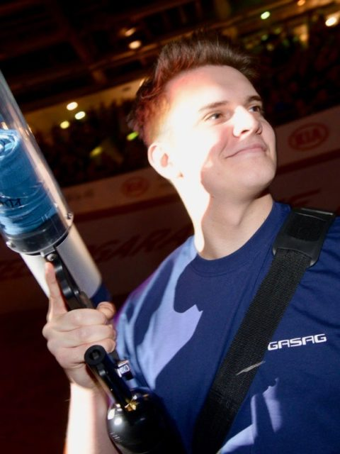 tom show promoter mit t-shirt Kanone Sechstagerennen berlin