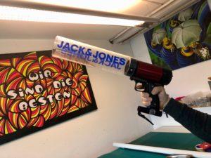 Branding einer T-Shirt Kanone für Jack & Jones mit Grafik-Druck und Print Design bei uns in Berlin